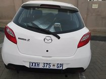 2010 mazda mazda2 1.3 active, white with 160000km available now!