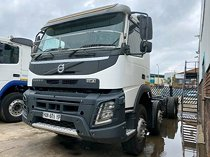 A clean and neat 2016 - volvo fmx 480 twinsteer chassis cab truck trac