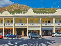 2 bedroom flat in simons town central