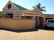 3 Bedroom Townhouse To Let in Flora Park