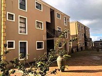 2 bed apartment in d urbanvale to let