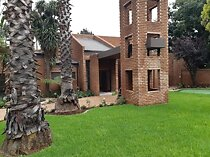 5 Bedroom House for sale in Sonneveld