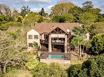 Mansion home with stunner views over estate