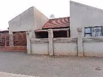 3 bedroom house for sale in buhle park
