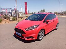 2017 ford fiesta 2.0i st 3-dr, red with 50000km available now!