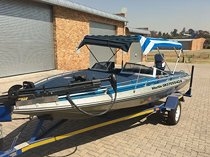 17ft bass boat with 40lb trolling motor (incl. Foot controller) and 85hp yamaha outboard