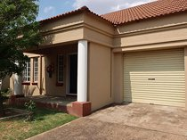 2 bedroom house to rent in parys
