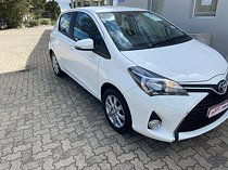 2016 toyota yaris 1.3 xs 5-door, white with 50207km available now!