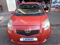 2006 toyota yaris 1.3 t3 5-door, red with 103000km available now!